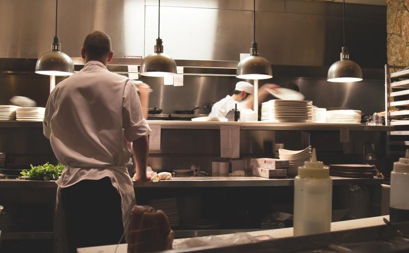 Kelner, miłość, jajko iskorpion…